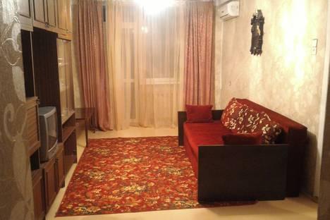 Сдается 2-комнатная квартира посуточно, Севастополь, улица Кирова, 18.