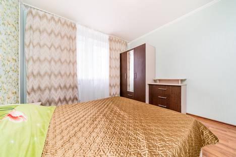 Сдается 3-комнатная квартира посуточно, Школьный микрорайон, улица Филатова, 19/2, подъезд 1.