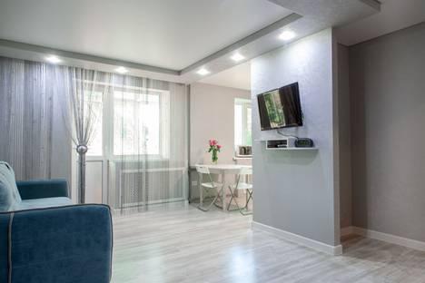 Сдается 2-комнатная квартира посуточно в Шахтах, Ростовская область,улица Маяковского, 82.