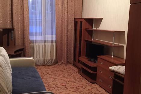 Сдается 2-комнатная квартира посуточно, улица Бажова, 11.