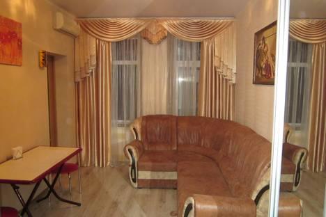 Сдается 2-комнатная квартира посуточно в Ялте, улица Свердлова, 19.