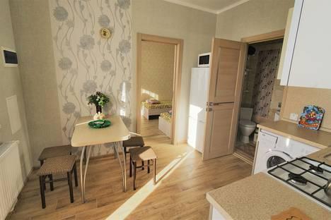 Сдается 2-комнатная квартира посуточно в Ейске, Нижнесадовая улица, 20.