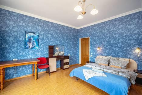 Сдается 2-комнатная квартира посуточно в Ялте, улица имени Умера Акмоллы Адаманова, 19.