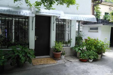 Сдается 1-комнатная квартира посуточно в Ялте, ул.Морская,1.
