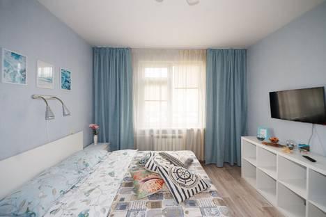 Сдается 1-комнатная квартира посуточно, Бурнаковская улица, 65, подъезд 2.