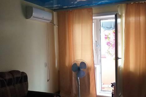 Сдается 1-комнатная квартира посуточно, улица Юности, 22, подъезд 1.