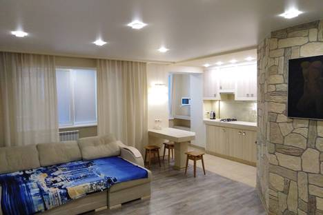 Сдается 1-комнатная квартира посуточно в Невинномысске, Линейная улица, 1.