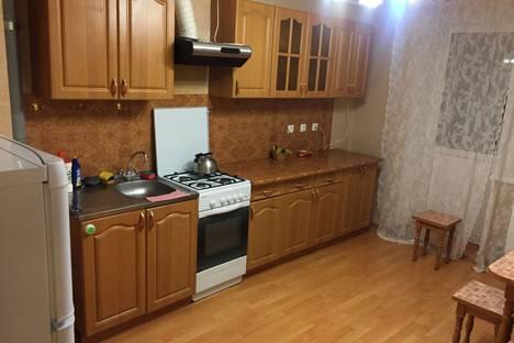Сдается 3-комнатная квартира посуточно, Колхозная улица, 8.