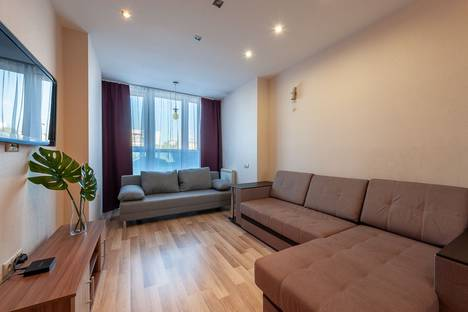 Сдается 2-комнатная квартира посуточно, улица Бажова, 68.
