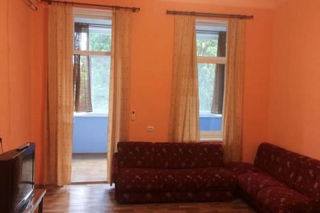 Сдается 1-комнатная квартира посуточно в Алупке, улица Калинина, 13.