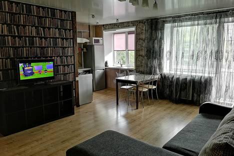 Сдается 3-комнатная квартира посуточно в Рыбинске, Ярославская область,Центральный район, Центральный микрорайон, улица Герцена, 97.