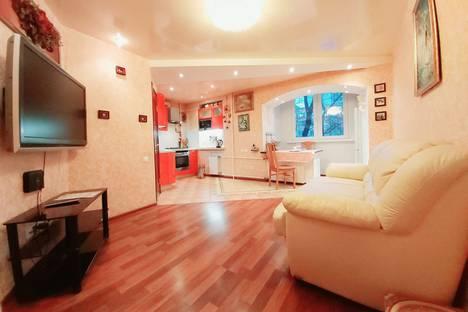 Сдается 2-комнатная квартира посуточно, улица Расковой, 11.