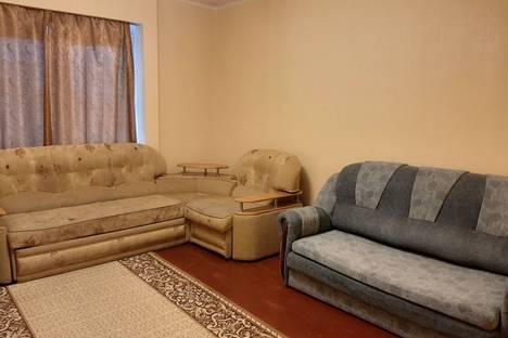 Сдается 1-комнатная квартира посуточно в Урае, Ханты-Мансийский автономный округ,микрорайон Западный, 15.