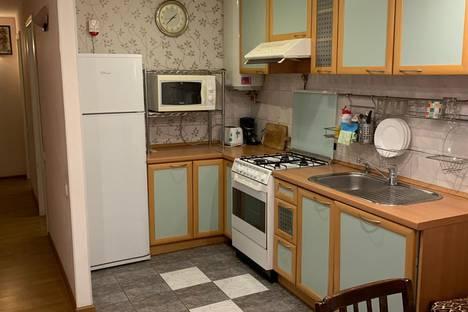 Сдается 4-комнатная квартира посуточно, 12-я линия Васильевского острова, 15.