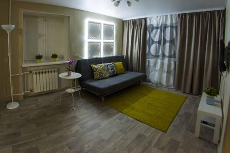 Сдается 1-комнатная квартира посуточно в Омске, Почтовая улица, 25.