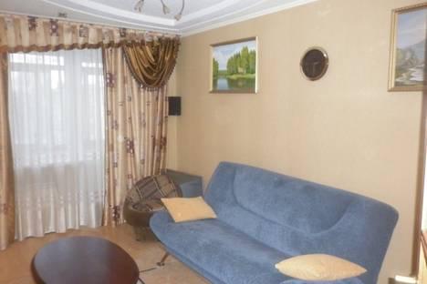 Сдается 2-комнатная квартира посуточно в Великом Новгороде, Воскресенский бул-р д.6.
