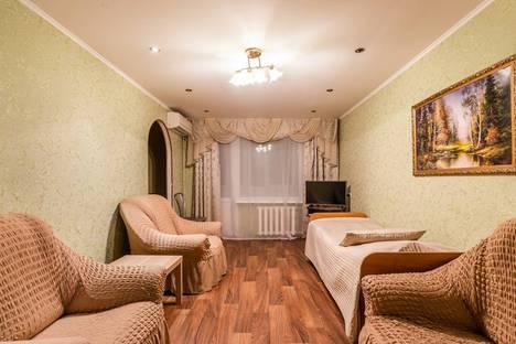 Сдается 2-комнатная квартира посуточно в Бузулуке, 4-й микрорайон, 13.