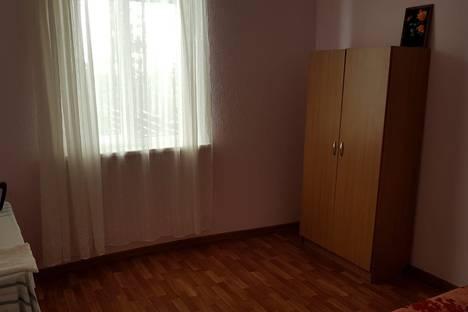 Сдается 2-комнатная квартира посуточно в Новом Афоне, улица 50 лет Октября.