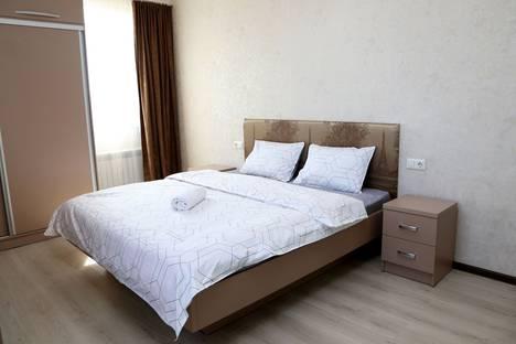 Сдается 2-комнатная квартира посуточно, улица Исанова, 100.