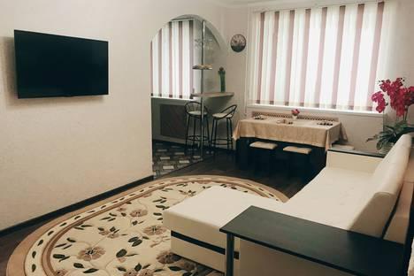 Сдается 3-комнатная квартира посуточно в Ставрополе, улица Ленина, 408.