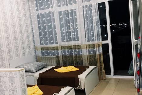 Сдается 1-комнатная квартира посуточно в Адлере, Сочи,поселок Мирный, Хуторская улица, 74.