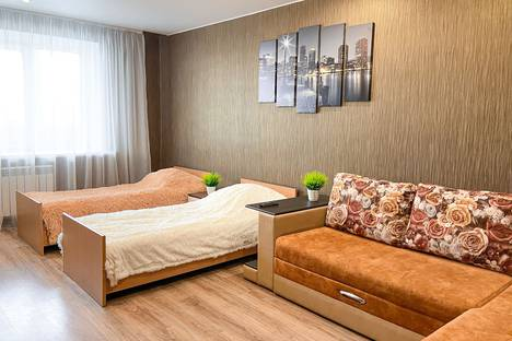 Сдается 2-комнатная квартира посуточно, улица Калинина, 16А.