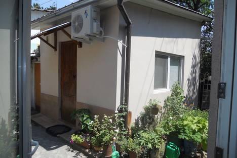 Сдается 1-комнатная квартира посуточно в Ялте, Республика Крым,улица Войкова, 1.