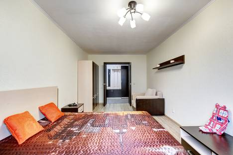 Сдается 2-комнатная квартира посуточно в Екатеринбурге, улица Куйбышева, 21.