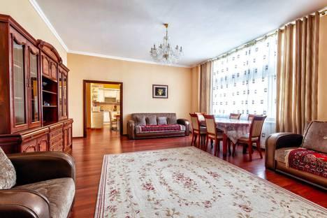 Сдается 3-комнатная квартира посуточно в Нур-Султане (Астане), Нур-Султан (Астана), улица Динмухамеда Кунаева, 12.