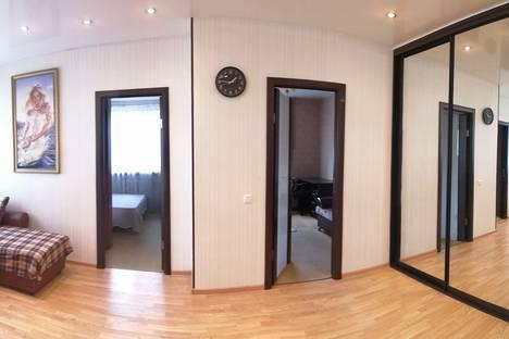 Сдается 2-комнатная квартира посуточно, улица Муравленко, 13.