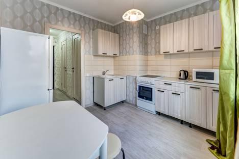 Сдается 2-комнатная квартира посуточно, улица Кржижановского 7.