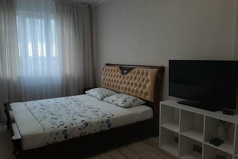 Сдается 2-комнатная квартира посуточно, Сухарная улица, 76/3.