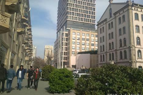 Сдается 2-комнатная квартира посуточно в Баку, улица Низами 111 квартира 44.