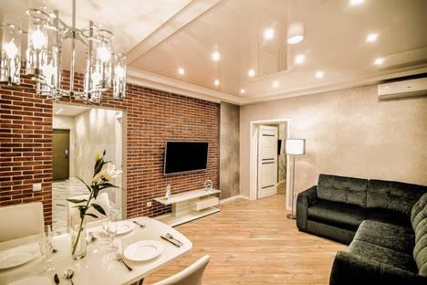 Сдается 2-комнатная квартира посуточно в Южно-Сахалинске, проспект Мира, 300к6.