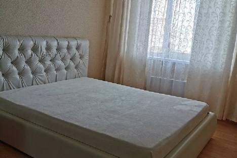 Сдается 1-комнатная квартира посуточно в Тольятти, улица 70 лет Октября 49.