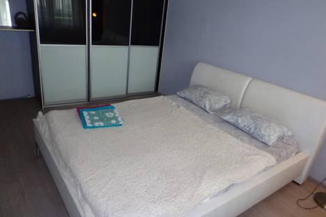Сдается 2-комнатная квартира посуточно в Междуреченске, микрорайон Западный, улица Гончаренко, 5.