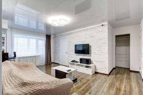 Сдается 3-комнатная квартира посуточно в Екатеринбурге, улица Мельникова, 40.