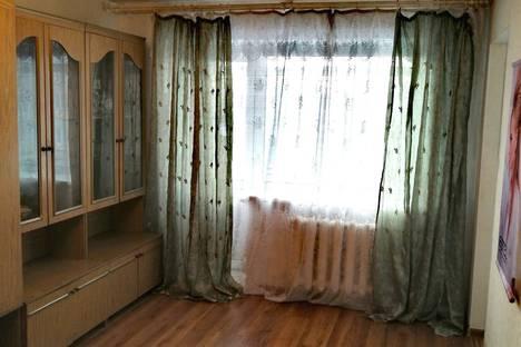 Сдается 1-комнатная квартира посуточно в Новокузнецке, Кемеровская область,Октябрьский проспект, 12, подъезд 3.