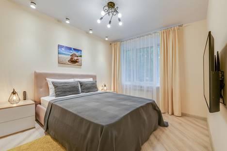 Сдается 2-комнатная квартира посуточно в Пушкине, Санкт-Петербург,Школьная улица, 51.