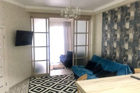 Сдается 3-комнатная квартира посуточно, микрорайон Мамайка, Крымская улица, 89.