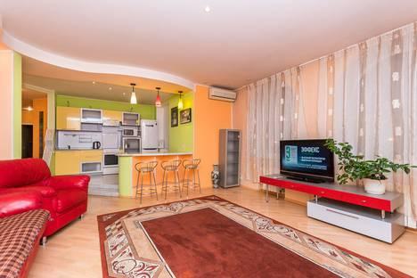Сдается 3-комнатная квартира посуточно в Челябинске, проспект Ленина, 51.