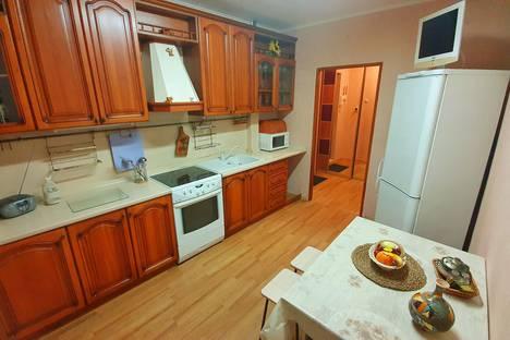 Сдается 4-комнатная квартира посуточно, улица 50 лет ВЛКСМ, 24/1, подъезд 4.