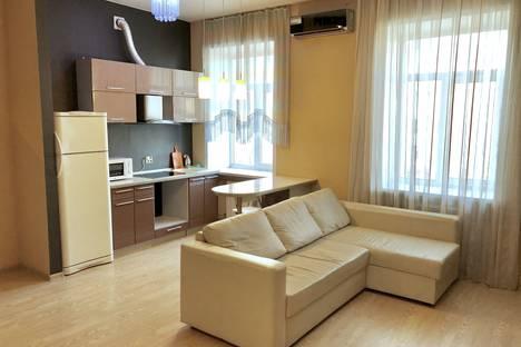 Сдается 3-комнатная квартира посуточно в Барнауле, Ленина 85.