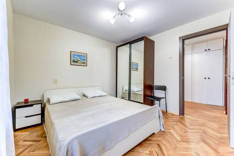 Сдается 3-комнатная квартира посуточно, Варшавская улица, 63к1.