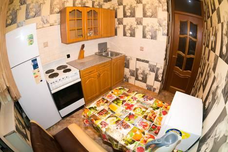 Сдается 2-комнатная квартира посуточно в Новокузнецке, улица Кирова, 90.