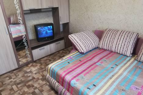 Сдается 1-комнатная квартира посуточно в Красноярске, улица Республики, 39.