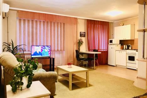 Сдается 1-комнатная квартира посуточно в Саратове, улица Волжская 2/10.