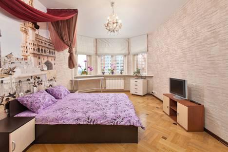 Сдается 3-комнатная квартира посуточно, Спортивная улица, 15.