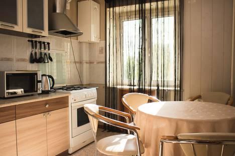 Сдается 4-комнатная квартира посуточно, улица Ленина, 60, подъезд 9.