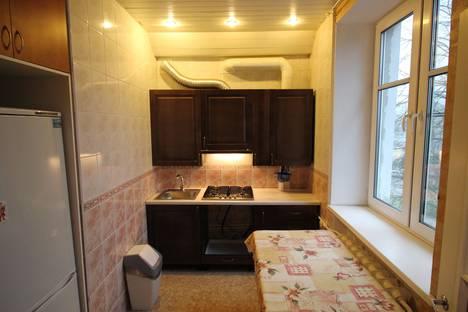 Сдается 3-комнатная квартира посуточно в Великом Новгороде, Новгородская область,Софийская сторона, Великая улица, 15/7.